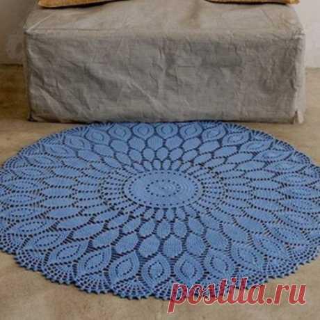 Beautiful round rug hook. Scheme