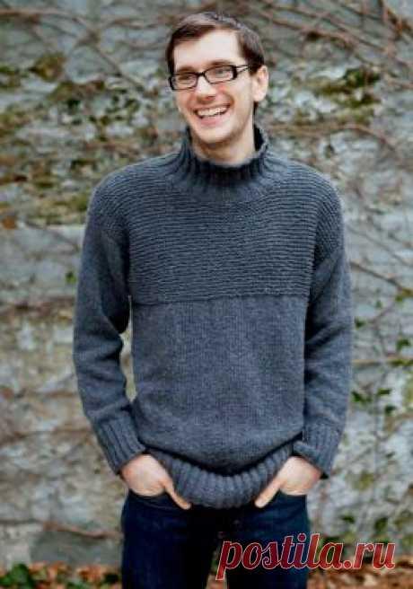 Пуловер с высоким воротником Мужской пуловер с высоким воротником, связанный на спицах. Вяжется лицевой гладью, сверху украшен чулочной вязкой...