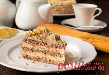 """Ореховый торт с масляным кремом на Вкусном Блоге Отдаю обещанный рецепт нового торта к новогоднему столу. В его основе – бисквит дакуаз на орехах. В отступление от классического рецепта я использовала в нем необходимый миндаль пополам с фундуком – на мой взгляд, это только облагородило вкус и придало готовому десерту некоторую похожесть на """"Киевский"""" торт. Этот торт хорошо…"""