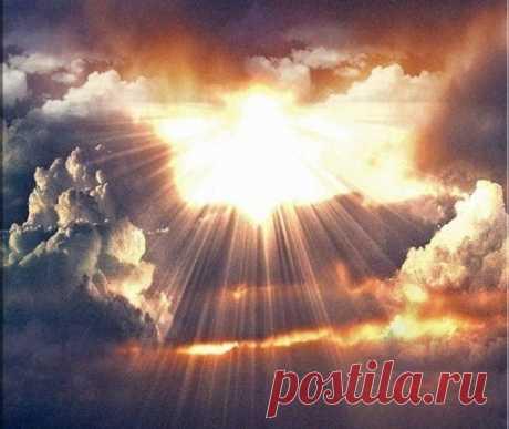 Աստված խոսում է լույսի լեզվով🙌🏻 «Հավատացեք լույսին, որպեսզի լույսի որդիներ լինեք» (Հովհ. ԺԲ:36) Կյանքը լույսի տոն է, հրավառություն, նվեր ու ընտրություն: Քրիստոս ասում է՝ Ես եմ աշխարհի լույսը. ով Իմ ետևից է գալիս, խավարի միջով չի քայլի, այլ կընդունի կենաց լույսը: Քրիստոս Աստծո լույսն էր բերել, Աստծո լեզուն էր բերել աշխարհ: Եվ շարունակում է բերել ամեն օր: Ամեն օր, ամեն լուսաբացի հետ, Նա թակում է հենց քո դուռը: Լսու՞մ ես արդյոք, լույսի ձայնը, լույսի թակոցը: Բացու՞մ ես քո դուռը լույսի առաջ…