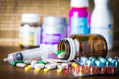 Смерть в аптечке. Какие привычные лекарства крайне опасны? Домашняя аптечка бывает довольно богатой по составу. Ведь люди обеспечивают себя доступными препаратами буквально на все случаи жизни. И часто даже не догадываются, что этим серьезно подрывают свое здоровье.