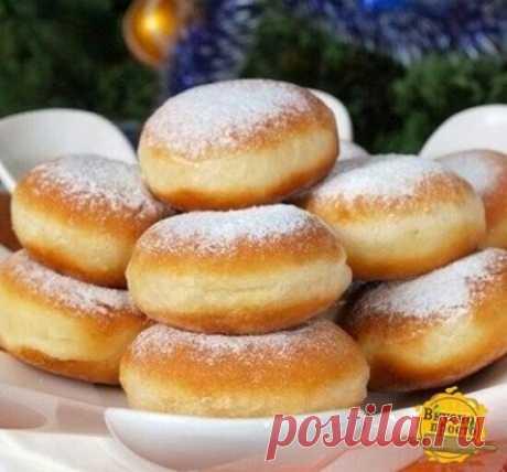 """Пончики """"вкуснющие""""   Ингредиенты: Для теста: 300г молока 1 пакетик дрожжей 3 ст. ложки сахара 50 г сливочного масла или маргарина 1 яйцо 1 ч. ложка соли 500 г муки 1 литр масла для фритюра"""