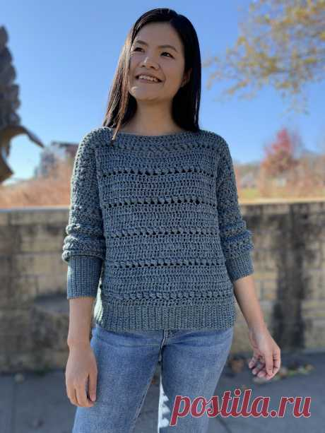 Easy Crochet Sweater Pattern: Bead Stitch Pullover - KnitcroAddict This easy crochet sweater pattern is available for FREE in US women's sizes XS-XXL. I used #4 medium weight yarn and 5mm and 6mm hooks. Enjoy!