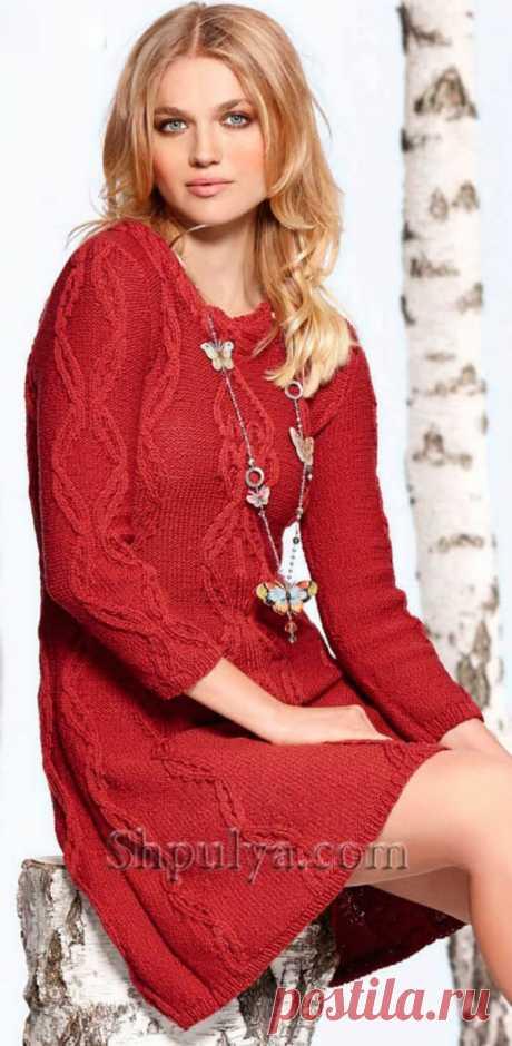 Красное платье с узором из кос спицами
