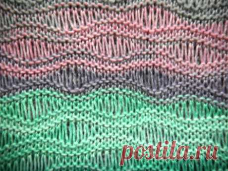 Wavy openwork pattern with the spokes extended by loops