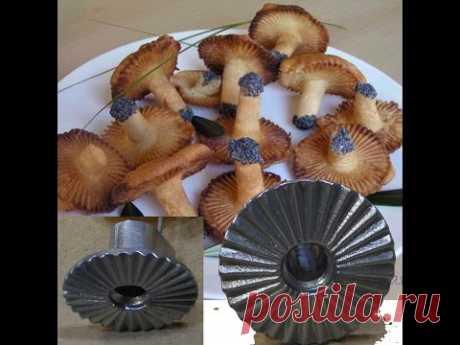 La forma y la receta para las galletas gribochki los agáricos de la cantarela la CHÁMARA