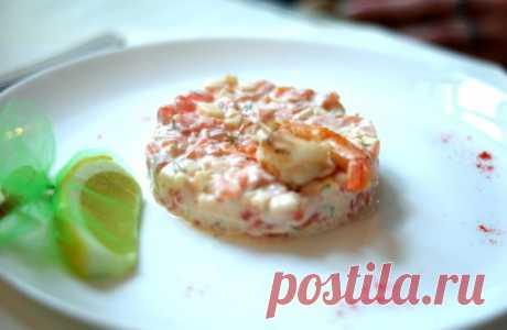 Салат с красной рыбой и королевской креветкой