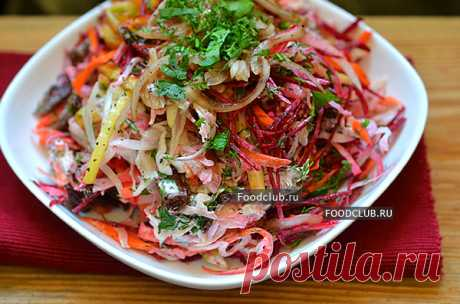 """Салат """"Чафан"""" Невероятно вкусный мясной салат под интригующим названием """"Чафан"""". Я практически ничего не знаю о происхождении этого салата, его история запутана и разные источники дают совершенно противоположные версии. Надеюсь найти знатоков тут. :) Единственное, что я могу сказать, что это тот салат, которого много не бывает и попробовав его один раз, вам непременно захочется повторить его ещё и ещё, и ещё много раз."""
