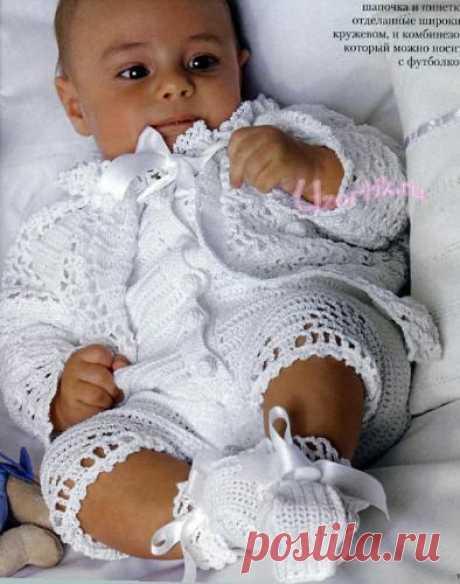 Набор для ангелочка: кружевной жакет с кокеткой, комбинезон, шапочка и пинетки - Вязание крючком и спицами, схемы   Узорчик.ру
