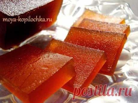 Apple fruit jelly. Much more usefully than candies and any fuss.