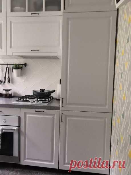 Светлый интерьер кухни с ограниченой (6 м) площадью