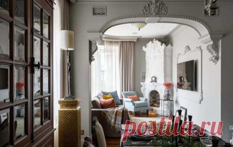 Изразцовый камин, современная кухня и такса: удивительная квартира в Петербурге — INMYROOM