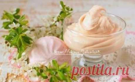 Крем из зефира — отличная возможность разнообразить вкус домашних сладостей.