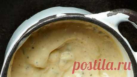 👌 Интересный майонезный соус для праздничных салатов, рецепты с фото Заправка является важнейшей составляющей салатов — ведь она во многом определяет общий вкус блюда. Самой привычной заправкой праздничных салатов для нас является обычный майонез, н...