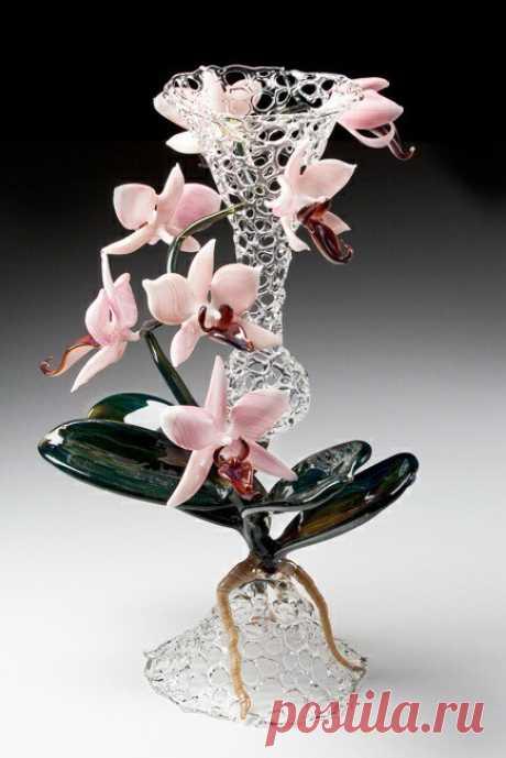 Боросиликатное стекло было изобретено на рубеже 20-го века, благодаря своим уникальным свойствам, оно идеально подходит для сложных проектов . Автор R. JASON HOWARD.