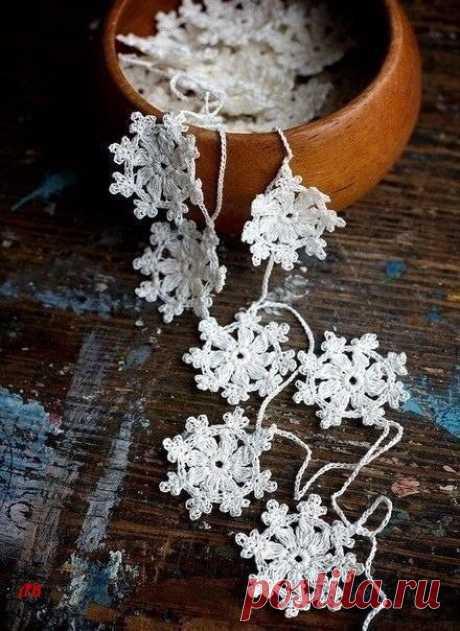 Очаровательные вязаные снежинки