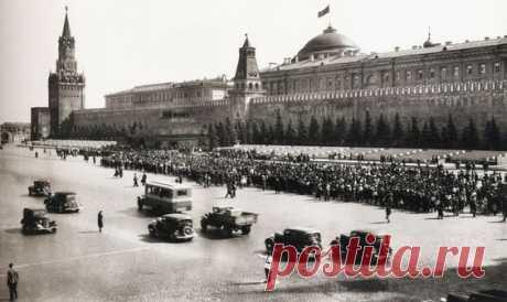 Red square, 1920s  |  Pinterest • Всемирный каталог идей