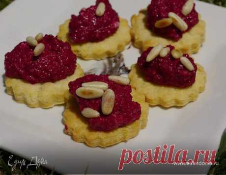 Печенье из пармезана со свекольным песто , рецепт с ингредиентами: пшеничная мука, свекла, сливочное масло