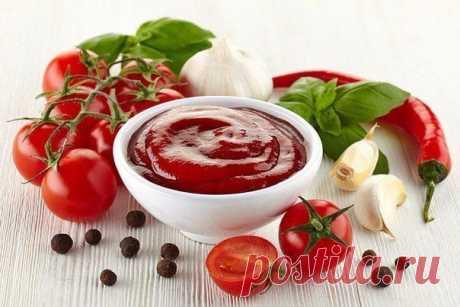 ОЧЕНЬ ВКУСНЫЙ КЕТЧУП  Ингредиенты: помидоры — 3 кг яблоки — 0.5 кг лук — 0.25 кг 50 г яблочного уксуса соль — 1.5 ст. л 1,5 стакана сахара перец чёрный, красный по вкусу чеснок по вкусу