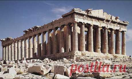Стили древнегреческих храмов Мерой всего греки считали человека, поэтому именно пропорции человеческого тела заложены в облике античных колонн.Древнегреческая архитектура остаётся