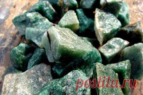 Камень авантюрин: магические свойства, кому подходит по знаку зодиака и имени, значение, другие названия, виды и цвета, как выглядит (фото), искусственный минерал, цена