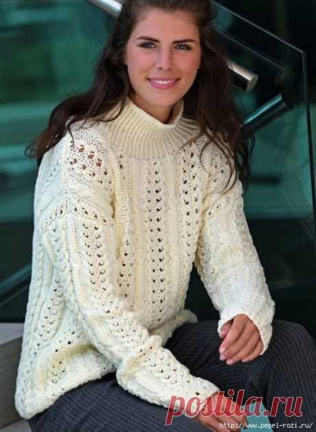 Стильный пуловер фактурным узором с воротником-стойка спицами