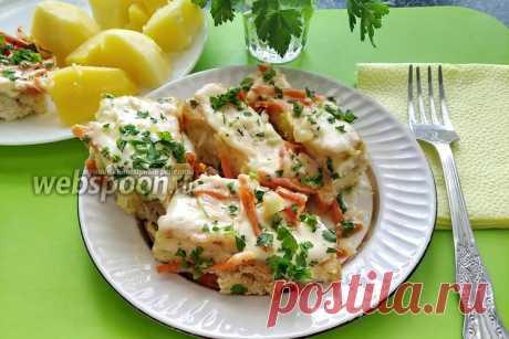 Камбала запечённая в духовке в чесночным соусе  Камбала в чесночным соусе с луком и морковью в духовке  Удивительная рыба камбала очень полезна и низкокалорийная. Её сочное, вкусное и нежное мясо используют для приготовления разнообразных блюд. Камбала — рекордсмен по содержанию йода. Также доказано, что наименьшее количество калорий содержится в свежей и запечённой камбале. Действительно, запечённая в духовке камбала получается более вкусной и сочной.   Я предлагаю запечь...