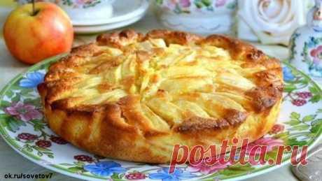 Итальянский деревенский пирог с яблоками   У нас есть рецепт пирога, который готовится очень и очень просто!    Не зря он называется — деревенский. По своему составу он похож на шарлотку, но гораздо нежнее и вкуснее!    Вообще, яблочная выпечка считается одной из самых несложных и лакомых. Такой пирог всегда можно быстро сделать к чаю или внезапно пришедшим гостям, или даже сделать на праздник, украсив верх свежими ягодами, сахарной пудрой и уложив яблочные дольки в форме ...
