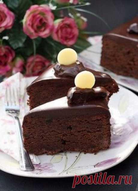 cake chocolate with prunes