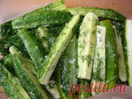Cucumbers of fast eating\u000a\u000aTo make such yum-yum at you will not make special work. So:\u000a\u000aIngredients:\u000a\u000acucumbers fresh — 4 kg\u000asugar - 1 glass sugar\u000avinegar — 1 glass\u000athe vegetable oil (refined) — 1 glass\u000asalt - 2 tablespoons\u000agarlic grated — 2 tablespoons\u000ablack ground pepper — 1-2 g\u000abig bunch of fennel\u000a\u000aPreparation:\u000a\u000aCucumbers to wash and cut on 4 parts. To add salt, sugar, pepper, to slightly mix and add vegetable oil and vinegar. (in such order, t...
