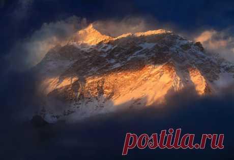 Массив Макалу, Гималаи. Автор фото – Иван Козорезов. Спокойной ночи.