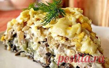 Фирменный салат минского ресторана «Орландо»  Он станет традиционном угощением на каждом вашем праздничном столе!  Салат выкладывается слоями по порядку:  1 слой - обжаренные в масле, мелко порезанные грибы (желательно шампиньоны) - 500 г (при жарке немного посолить)  2 слой - соленые огурцы (порезанные мелким кубиком) - 2-3 в зависимости от размера огурцов (можно даже взять 4, если небольшие)  3 слой - отварной мелко порезанный свиной язык - 3 шт. среднего размера  4 слой...