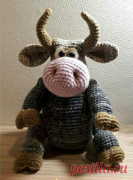 Бычок Шериф Описание бычка - в свободном доступе. Автор не известен, почему-то скромно скрывается в тени. Спасибо автору за эту очаровательную несложную игрушку.