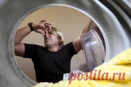 Удаляем запах из стиральной машины Нам уже трудно представить свою жизнь без этой автоматической помощницы. И какое же это расстройство, когда с ней что-нибудь случается! Одна из проблем, с которой нередко сталкиваются хозяйки, – непри...
