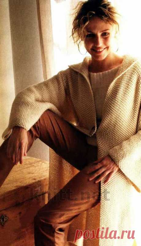 Кремовое пальто спицами для новичков