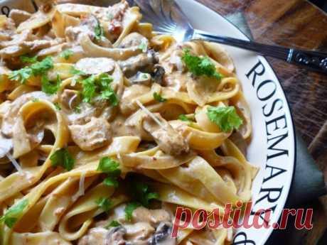 Паста тальятелле с соусом из курицы и грибов — Sloosh – кулинарные рецепты