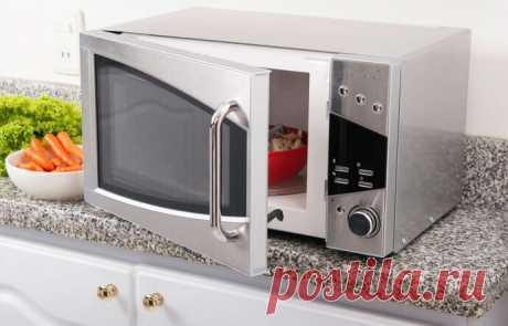 Как легко очистить микроволновую печь Невозможно во время приготовления еды не испачкать бытовую технику. Микроволновка тоже со временем загрязняется, даже если вы в ней только разогреваете. На стенках скапливается жир и отмыть его, бывает, не легко.