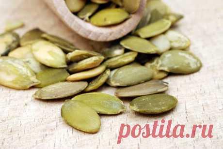Вкусное лекарство от простатита  Как вылечить простатит? Вот вкусный и полезный рецепт.  Для лечения простатита используют сырые предварительно очищенные от кожуры семена свежесобранной тыквы. Семена тыквы лечат простатит благодаря …