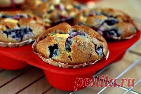Как приготовить ягодные кексы с белым шоколадом - рецепт, ингридиенты и фотографии