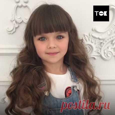 A Anastasia Knyazevu de seis años han reconocido la muchacha más hermosa en el mundo