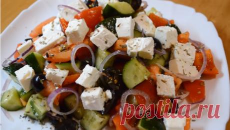 Греческий салат — это салат,  который по праву является визитной карточкой греческой кухни, но это не помешало ему обосноваться на столах многих кухонь мира. Сами греки называют этот салат «деревенским», т.к он очень легок в приготовлении и для него всегда есть доступные продукты. Иногда в греческий салат добавляют ингредиенты, которые не предусмотрены классическим рецептом, и варианты заправок тоже могут различаться.