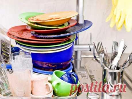 Почему нельзя оставлять грязную посуду наночь Напервый взгляд вгрязной посуде нет ничего плохого, номногие приметы говорят отом, что лучше неоставлять еенаночь. Порой унас нет сил ивремени нато, чтобы помытьее, нолучше делать это каждый день.