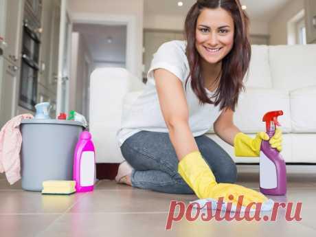 Как делать уборку быстрее. Лайфхаки для домохозяек. Уборка дома не должна отнимать слишком много времени. Уверена, каждый из вас найдёт для себя занятие более приятное и интересное. Однако пренебрегать поддержанием чистоты не стоит, так как пыль по углам и горы посуды в раковине не оправдать понятием «творческий беспорядок». Чтобы регулярная уборка квартиры стала быстрее, возьмите на вооружение следующие советы. Делайте уборку по правилам Главное правило уборки:двигаемся ...