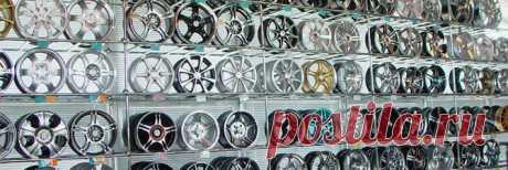 Параметры дисков на авто – основные характеристики при выборе Колесные диски имеют огромное количество различных параметров, которые играют роль в обеспечении безопасной езды и надежности подвески. Поэтому при их выборе рекомендуется обращать внимание не только на размерность, вылет или расположение крепежных элементов, но и на другие характеристики, рассмотрим их в статье. 1 Основные характеристики современных колесных дисков Каждый диск независимо от материала и способа ...