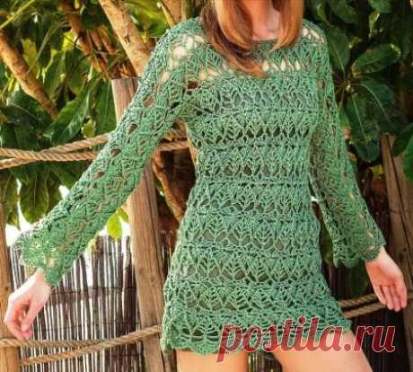 Ажурный пуловер с узором рельефных листьев