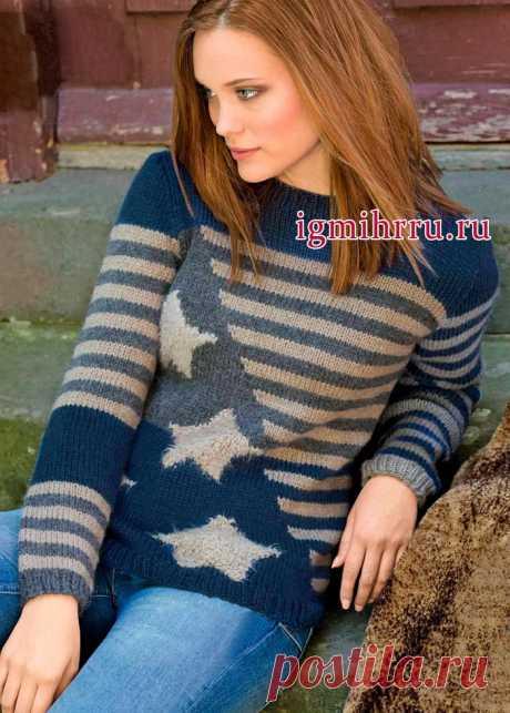 Пуловер с интересной комбинацией гладких полос и звезд из пряжи с бахромой. Вязание спицами