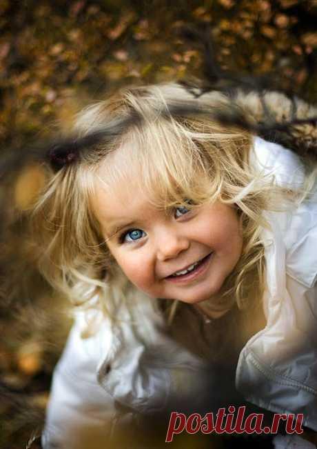 37 СОВЕТОВ РОДИТЕЛЯМ 1. Ваш ребенок не несет ответственности за вашу реакцию. Если вы подвержены стрессу, вы поддаетесь злости, а это вовсе не правильно. Вы можете воспитывать ребенка более эффективно и делать это радостно, демонстрируя ему спокойствие и любовь. 2. Для того чтобы исправить свой ответ на поведение ребенка, прежде всего, необходимо взять на себя ответственность за свое собственное поведение. 3. Обращайте внимание на свое поведение, чтобы определить, каким образом вы приходите к…