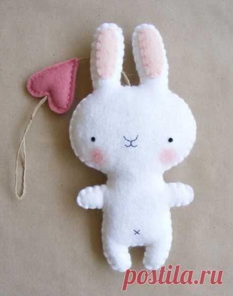 PDF pattern - Felt bunny ornament. DIY hanging softie, baby room wall decoration
