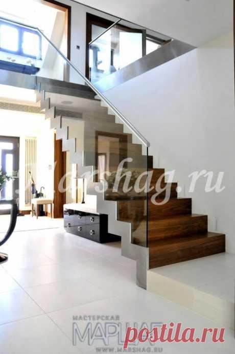 Лестницы, ограждения, перила из стекла, дерева, металла Маршаг – Перила стеклянные лестницы деревянной
