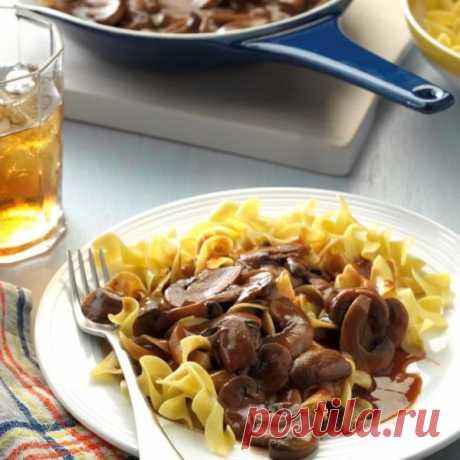 👌 Сытный ужин из простых ингредиентов - макароны под грибным соусом, рецепты с фото Макароны с грибами — это классика, которая никогда не устареет. Поэтому предлагаем взять лапшу (любую, какая вам нравится), а также приготовить очень ароматный грибной соус к ней....